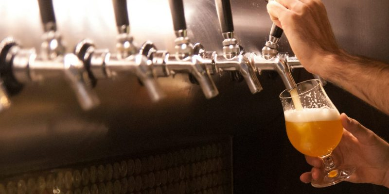 pouring-beer-from-a-tap-e1464118504673